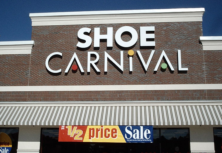 Who Is In The New Shoe Carnival Commercial