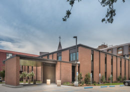 exterior of Chateau de Notre Dame Acute Rehab Facility | DonahueFavret General Contractors Louisiana and Gulf South